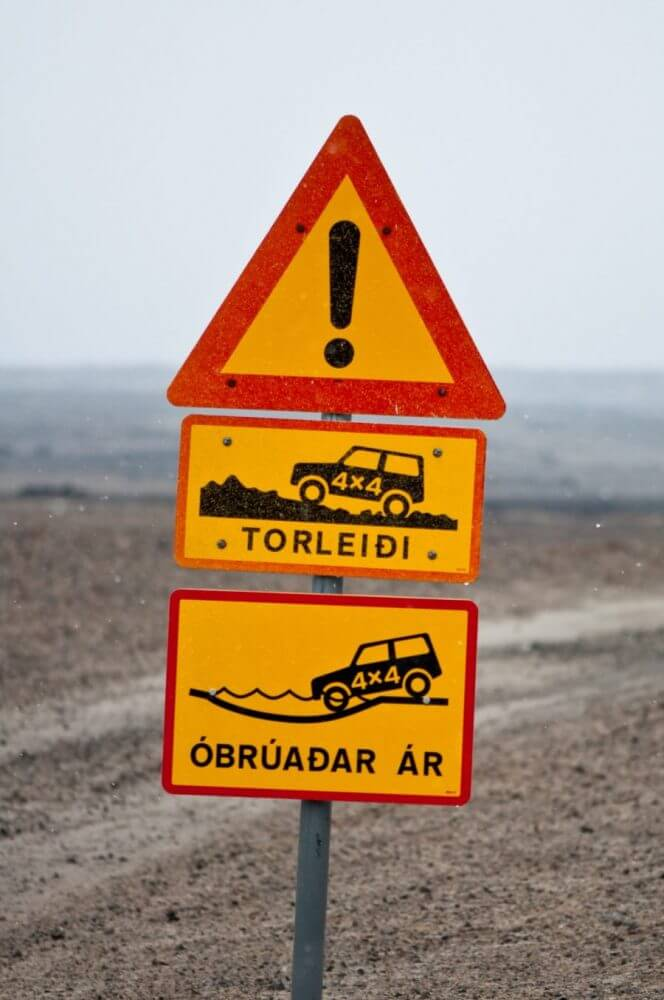 Car rental Iceland Traffic Sign