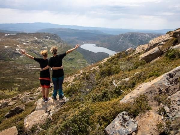 Hiking Cradle Mountain Tasmania
