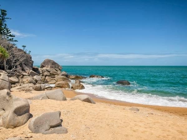 Magnetic Island Beach - Australia