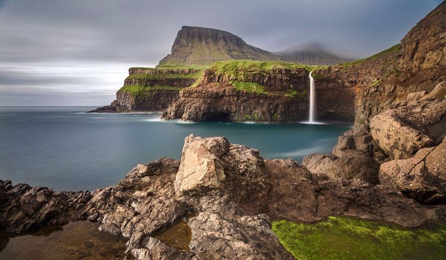 Á Hálsi við Sandavág Slættanes Fjallavatn Gásadalur - Hiking Faroe Islands