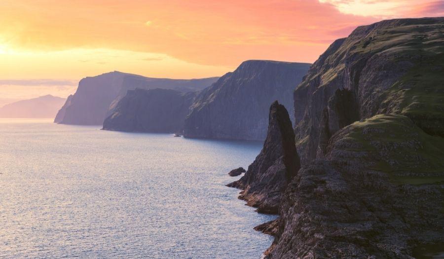 Sørvágsvatn Lake - Hike Faroe Islands