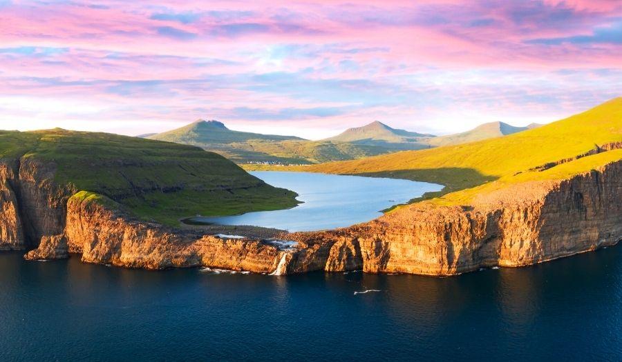 Sørvágsvatn Lake - Hiking Faroe Islands