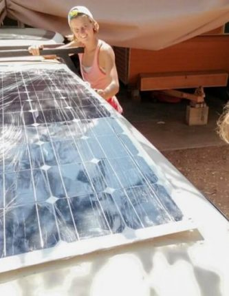 Australië reis budget zonnepaneel auto